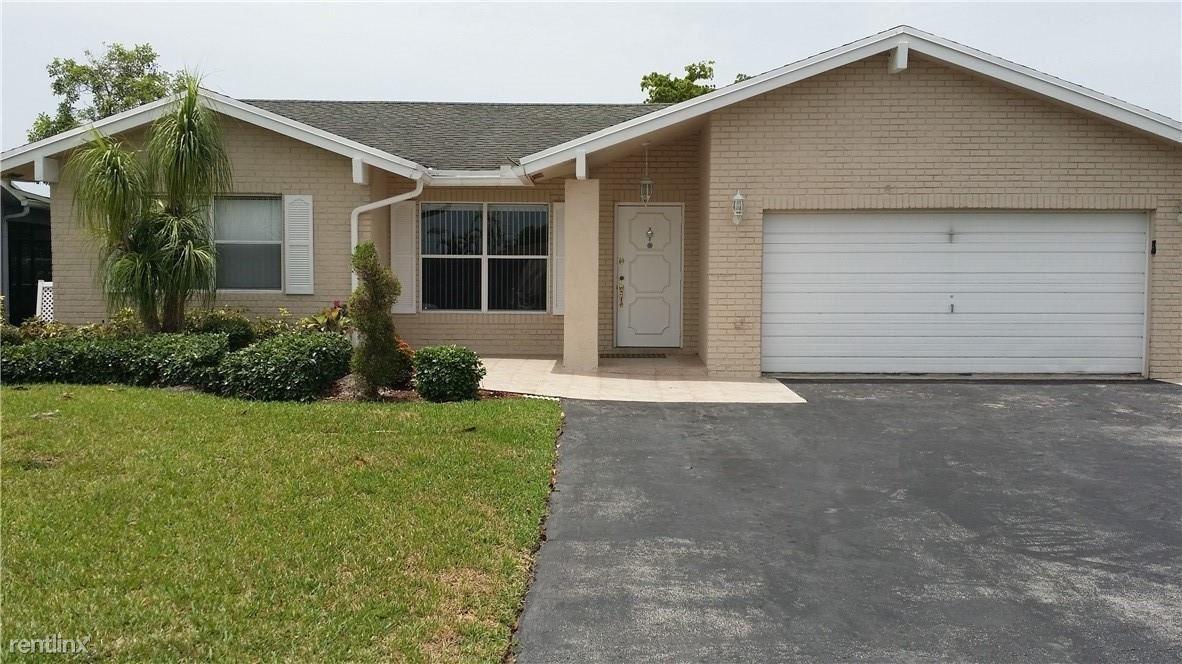 9510 NW 82nd St, Tamarac, FL - $2,150