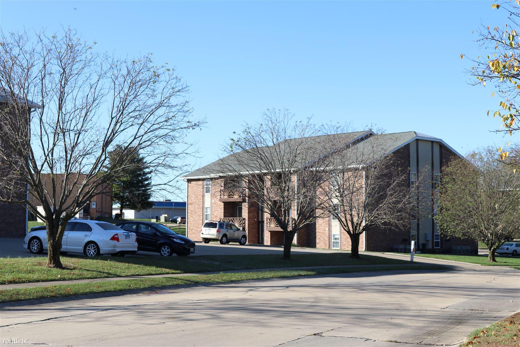 102 Club Centre Ct Apt 10, Edwardsville, IL - $750