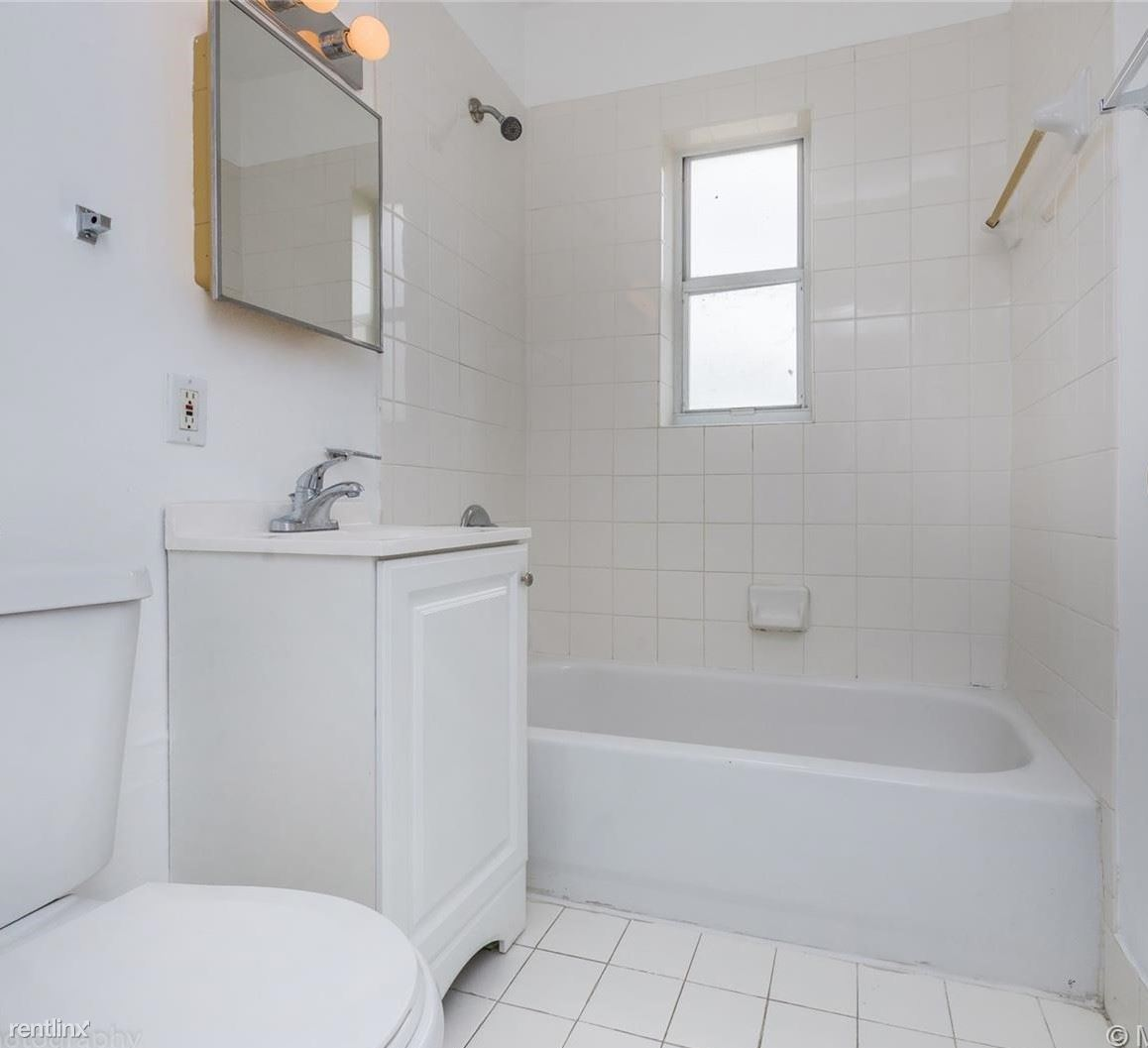 300 NW 85th Street Rd - 2200USD / month