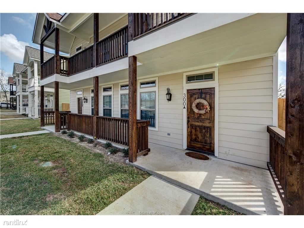 304B Live Oak St, College Station, TX - $2,400 USD/ month