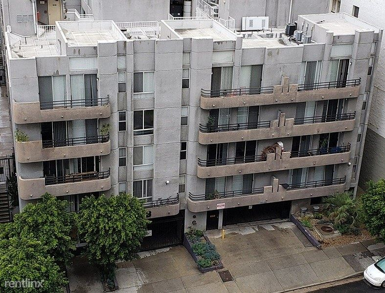 1853 Whitley Avenue - 1675USD / month
