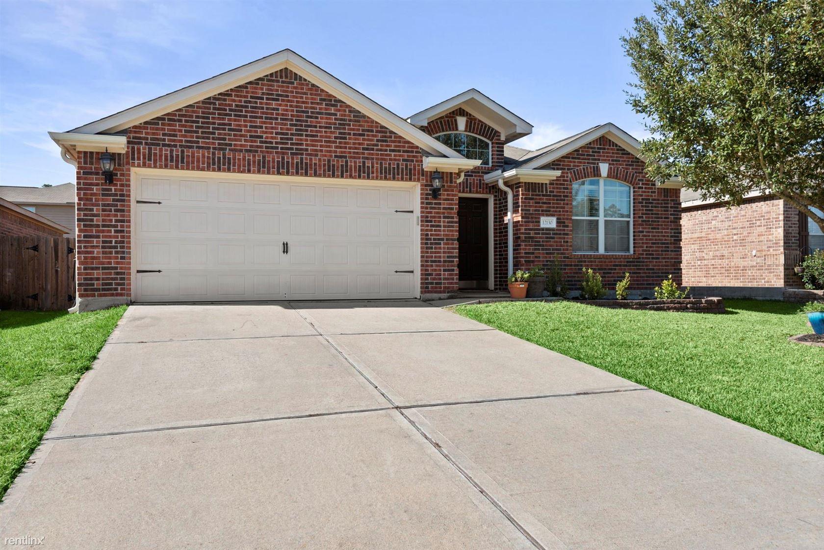12130 Clara Ln, Pinehurst, TX - $1,500