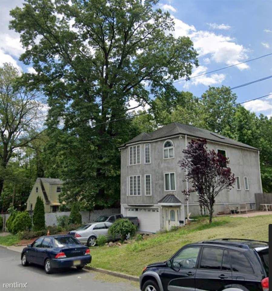 Prospect Ter, Teaneck, NJ - $3,495