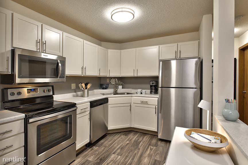 Anderson Lakes Pkwy & Flying Cloud Dr, Eden Prairie, MN - $1,750 USD/ month