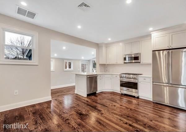 31 Oak St, Wellesley, MA - $4,900