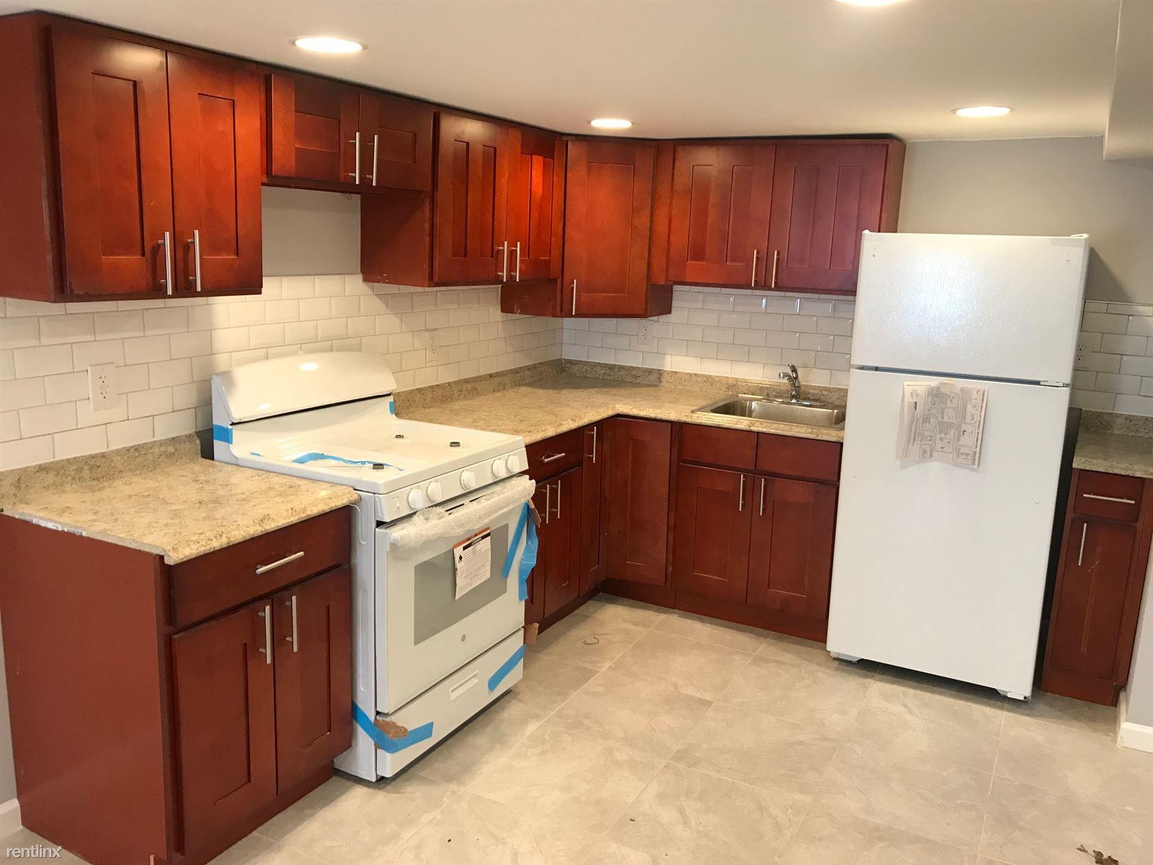 6924 Gouverneur Ave, Far Rockaway, NY - $2,299