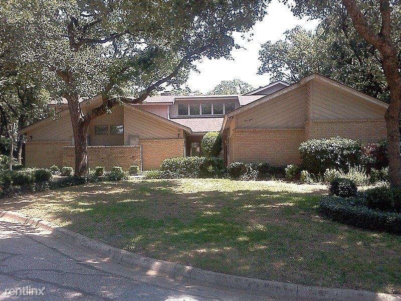 512 Country Wood Court, Arlington, TX - $2,500