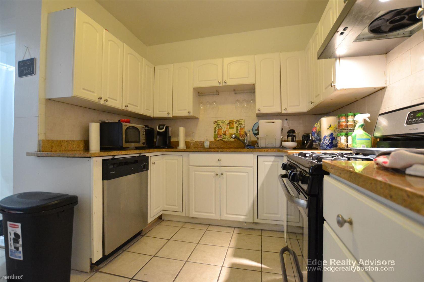 322 Saint Paul St Apt 3, Brookline, MA - $8,100