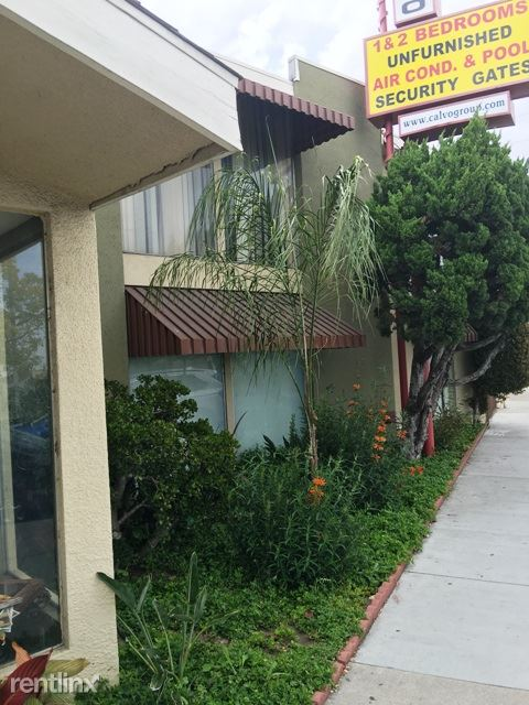 9301 Atlantic Ave, South Gate, CA - $1,550 USD/ month