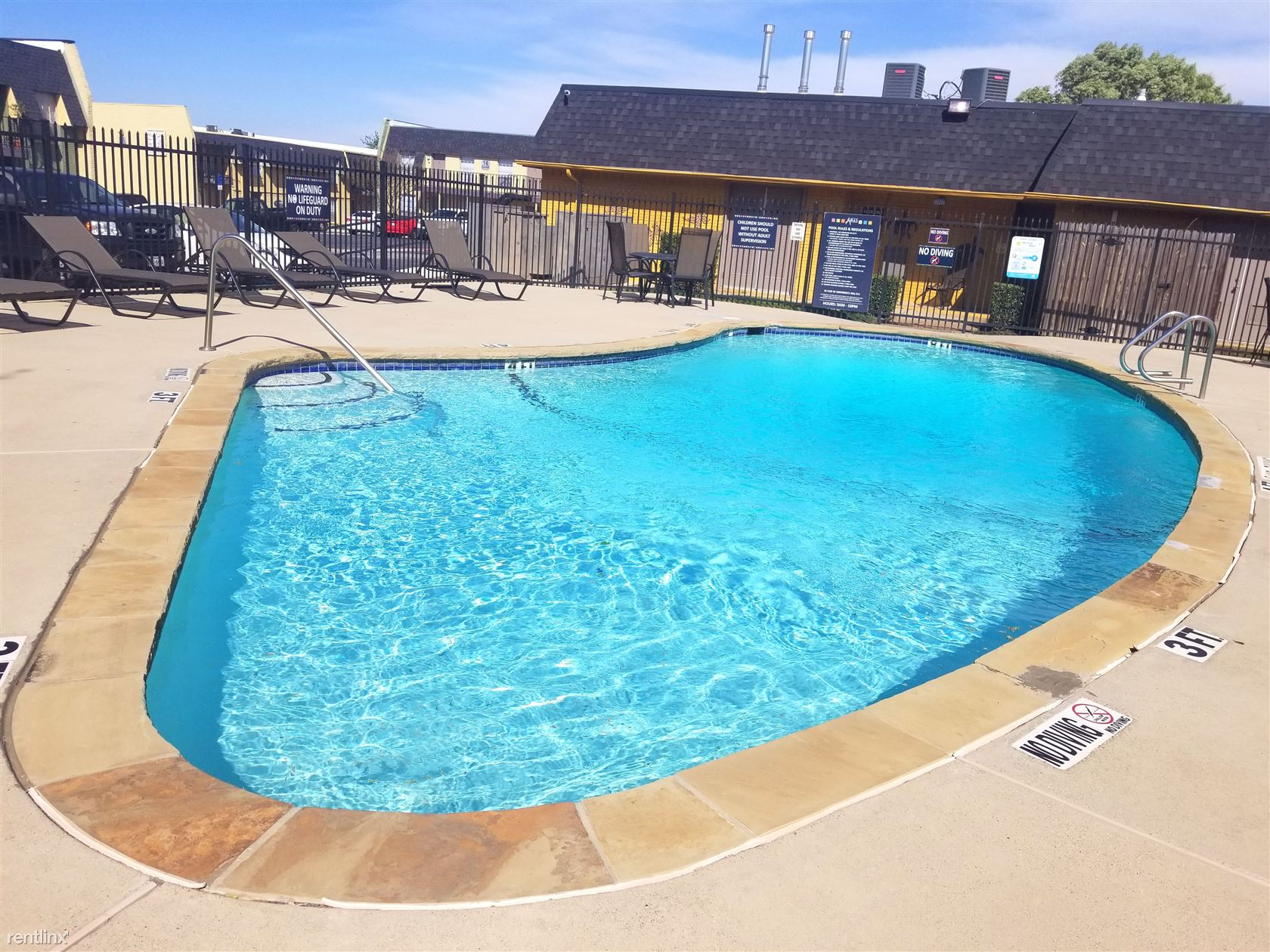 7913 Harwood Rd, North Richland Hills, TX - $1,075