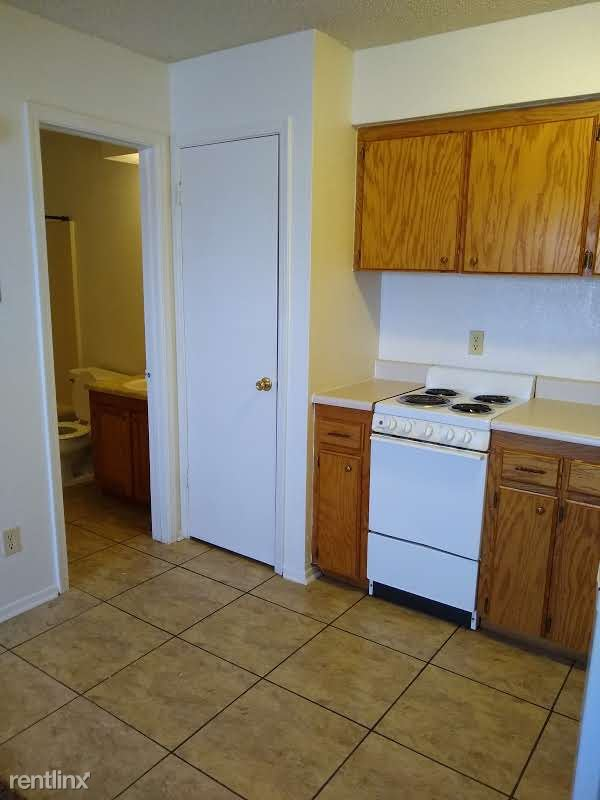 220 Ridgecrest Dr Apt 32, Elk City, OK - $399