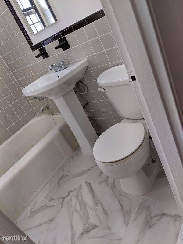 150-10 79th ave flushing 1C, Flushing, NY - $1,700