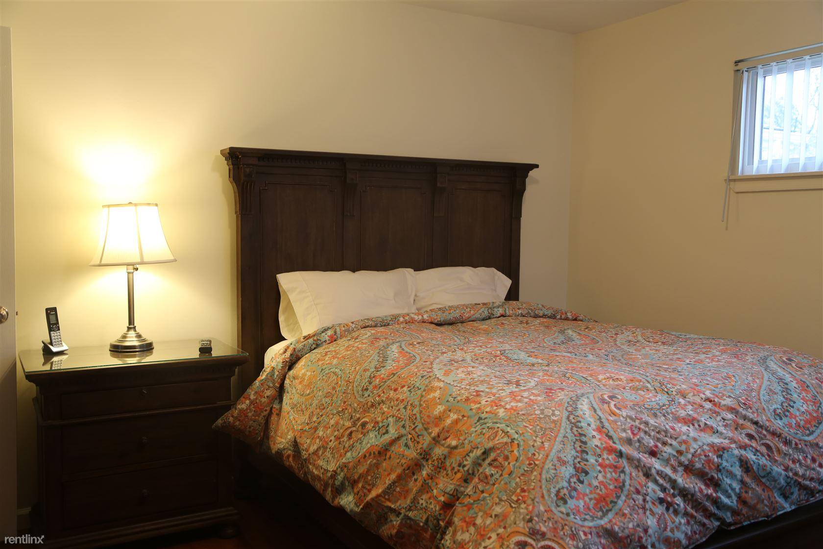 21930 Whitmore St Rm 1, Oak Park, MI - $600