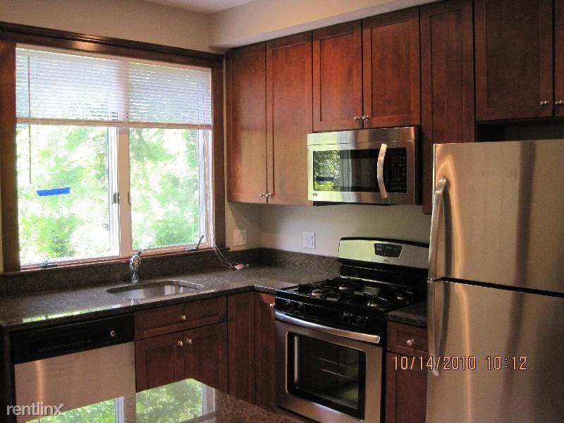 22 Dunster Rd # 3D, Jamaica Plain, MA - $5,100