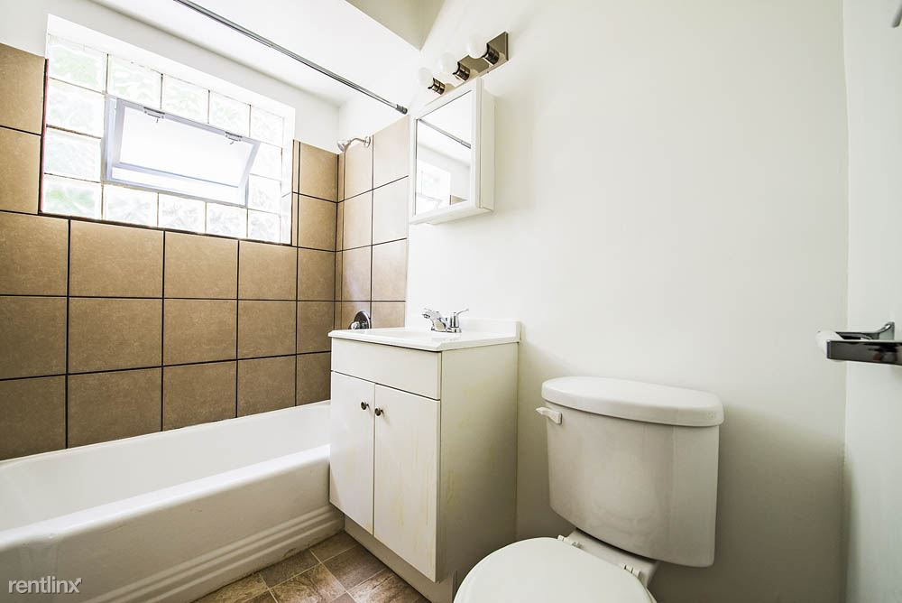 8751 S Cottage Grove Ave, Chicago, IL - $735 USD/ month