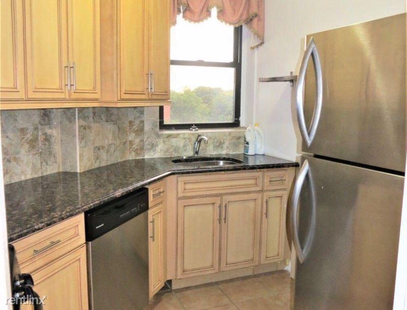 81-10 135th st briarwood 302, Briarwood, NY - $1,775