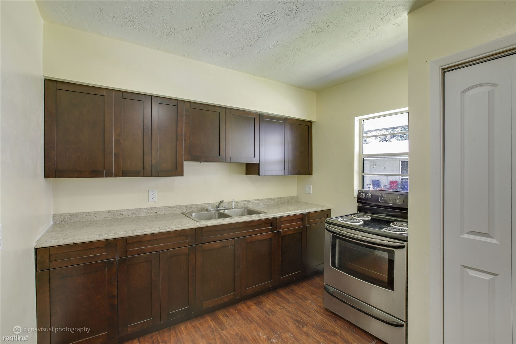 740 NE 5th Ave Apt 10, Crystal River, FL - $800