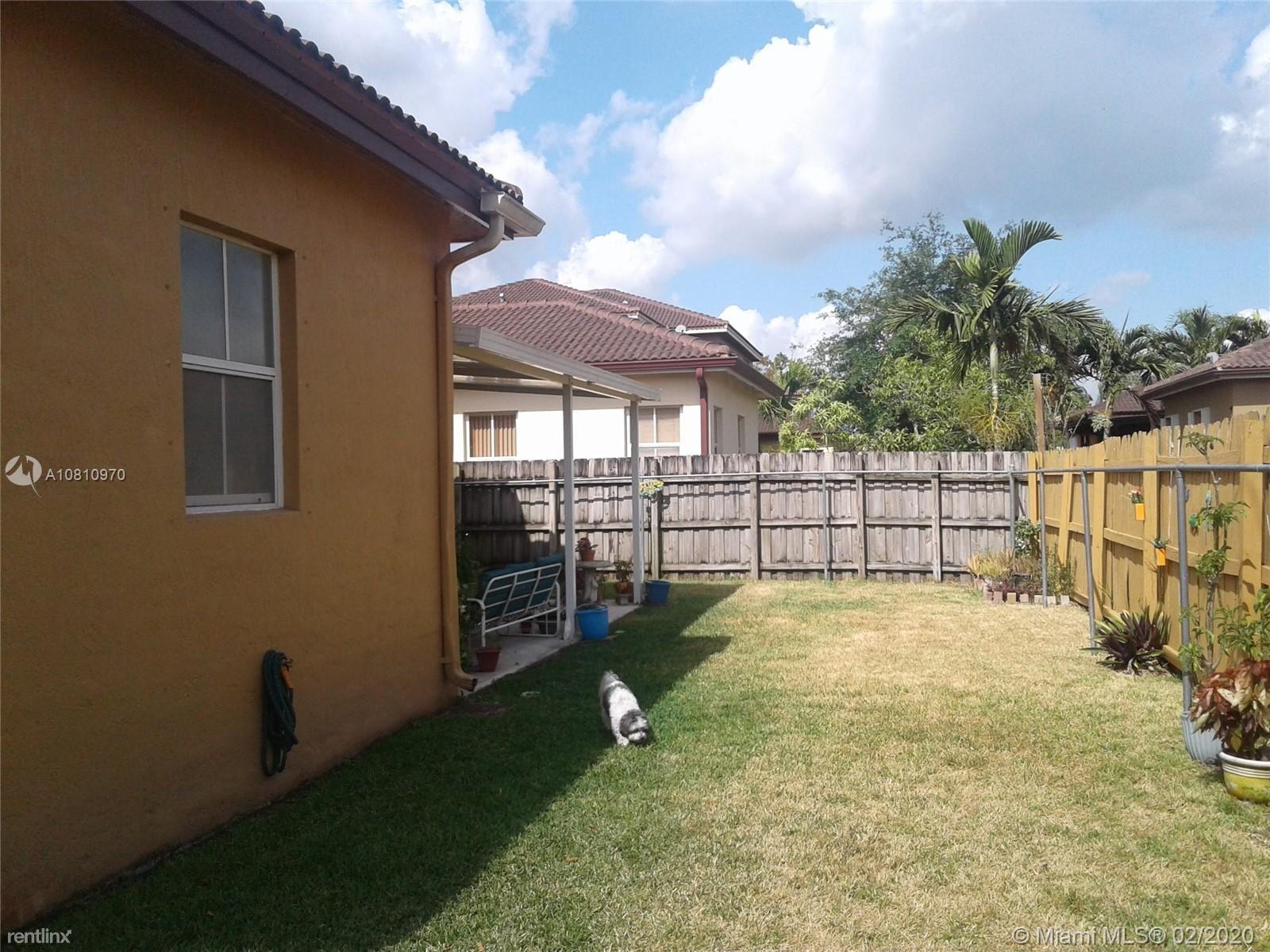 8803 NW 178th Ln, Miami Lakes, FL - $2,700