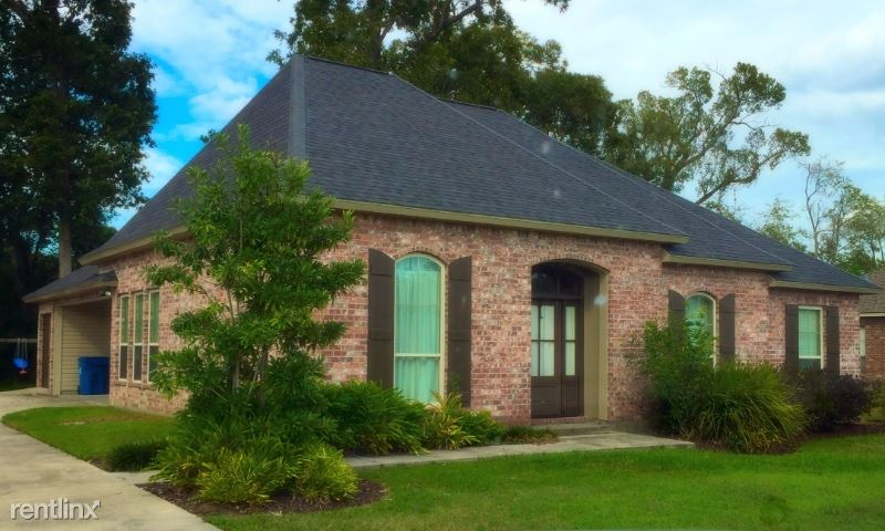 4640 Blvd Acadian, Addis, LA - $1,600