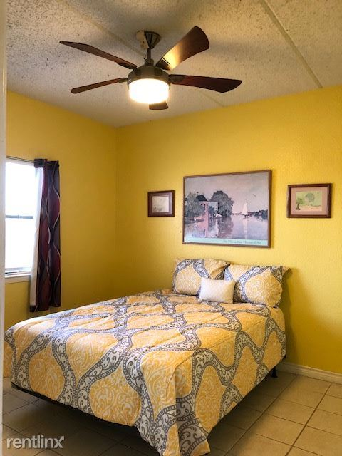 125 E. Cora Lee Dr, South Padre Island, TX - $950