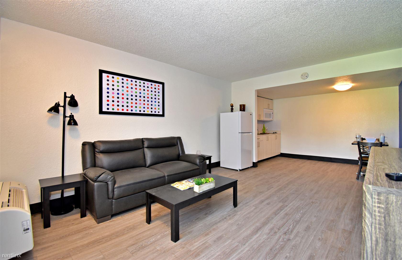 3855 N Panam Expy, San Antonio, TX - $1,330 USD/ month