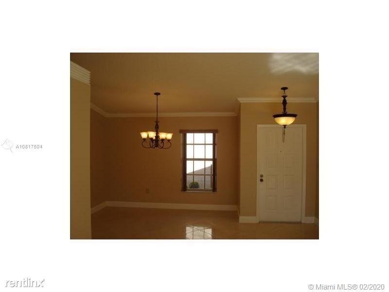 581 Abingdon Way # 1, Davie, FL - $2,400