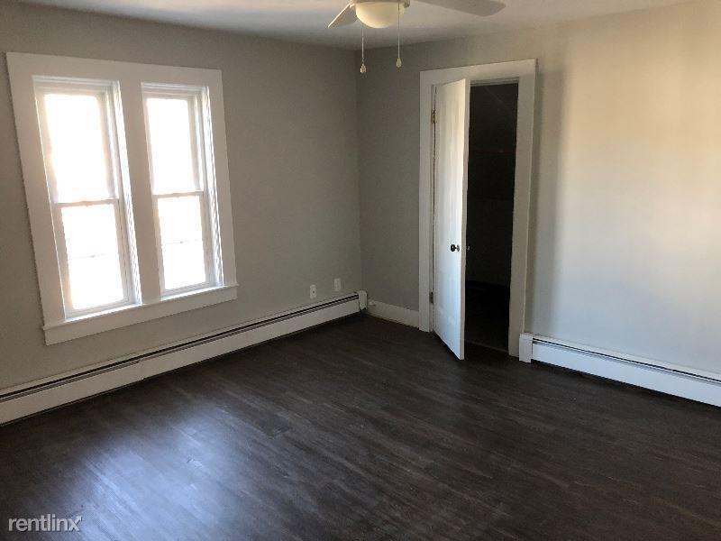 54 Everett Street 3, Middleboro, MA - $1,700