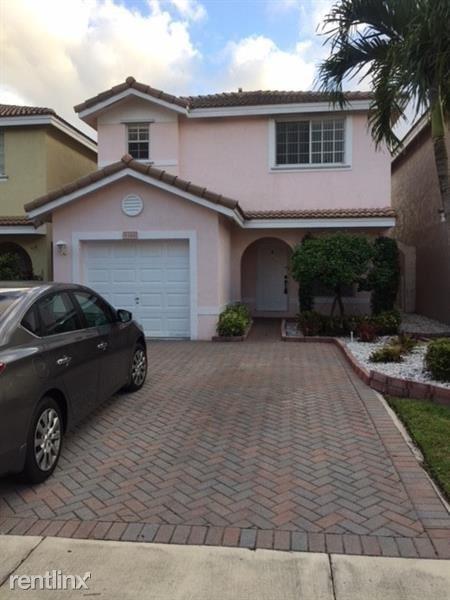 9388 NW 55th St, Sunrise, FL - $2,300