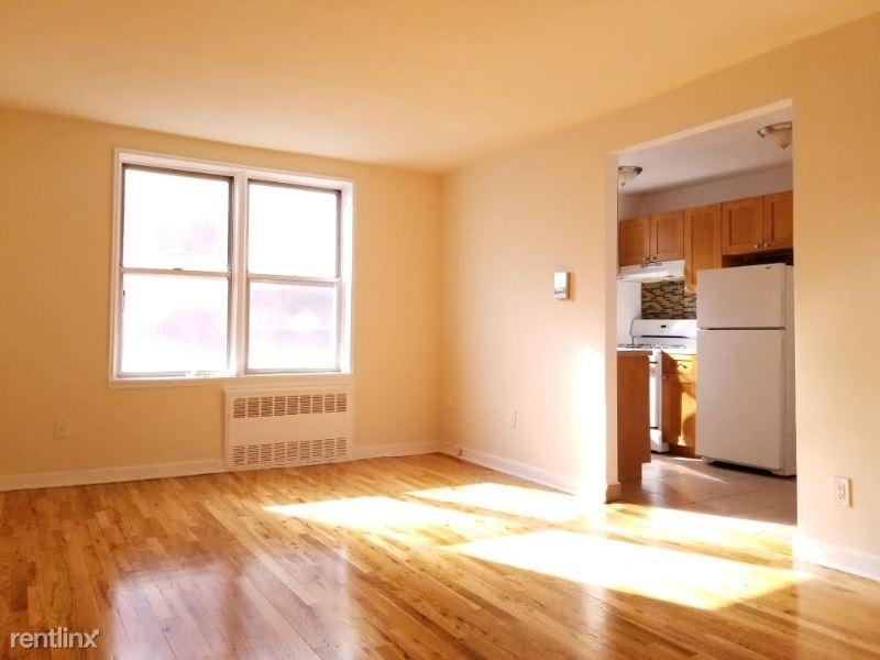 142-2 84th Dr, Briarwood, NY - $1,850