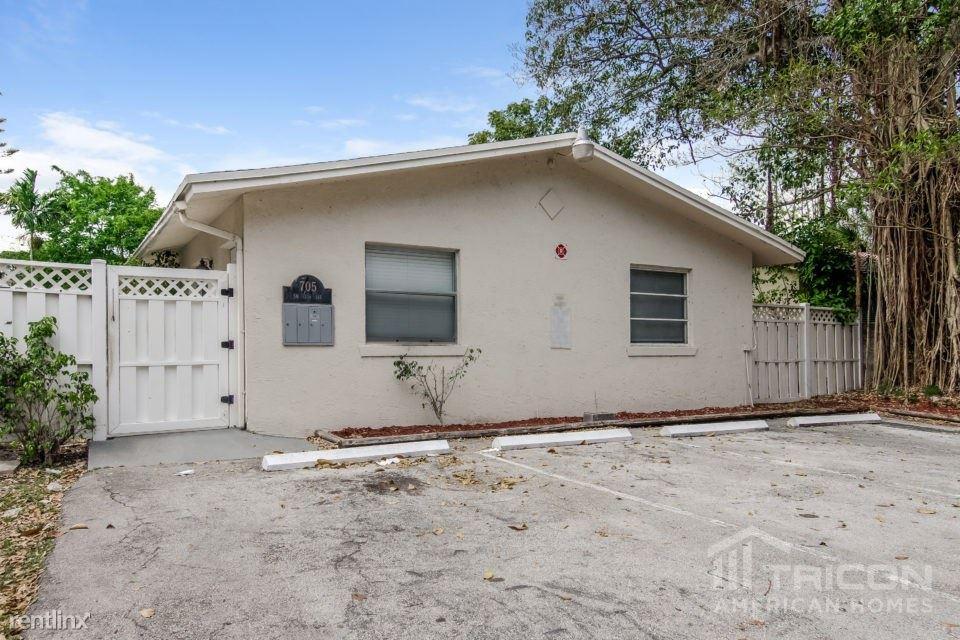 705 SW 13th Avenue Apt 1, Fort Lauderdale, FL - $1,249