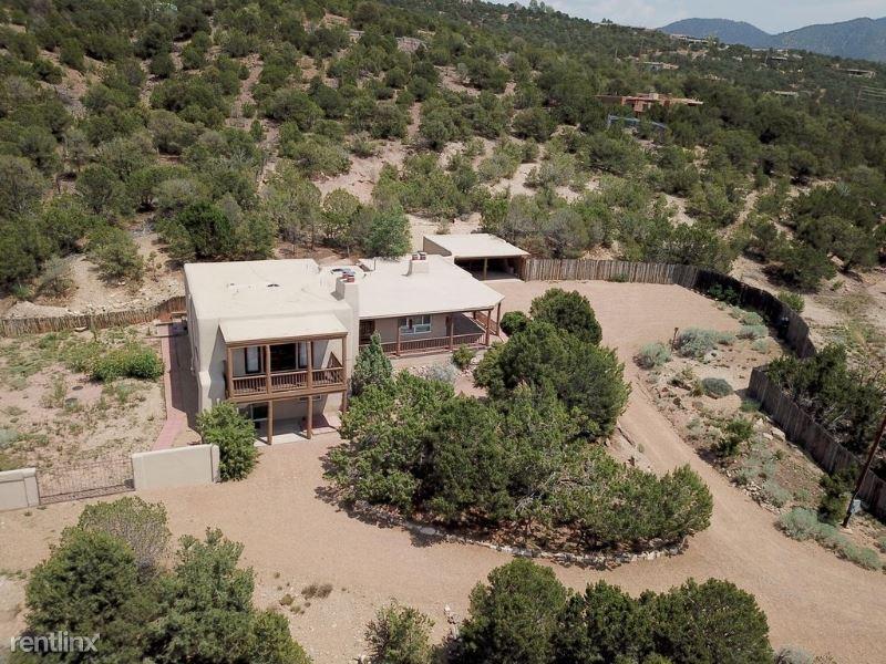 815 Gonzales Rd, Santa Fe, NM - $3,900