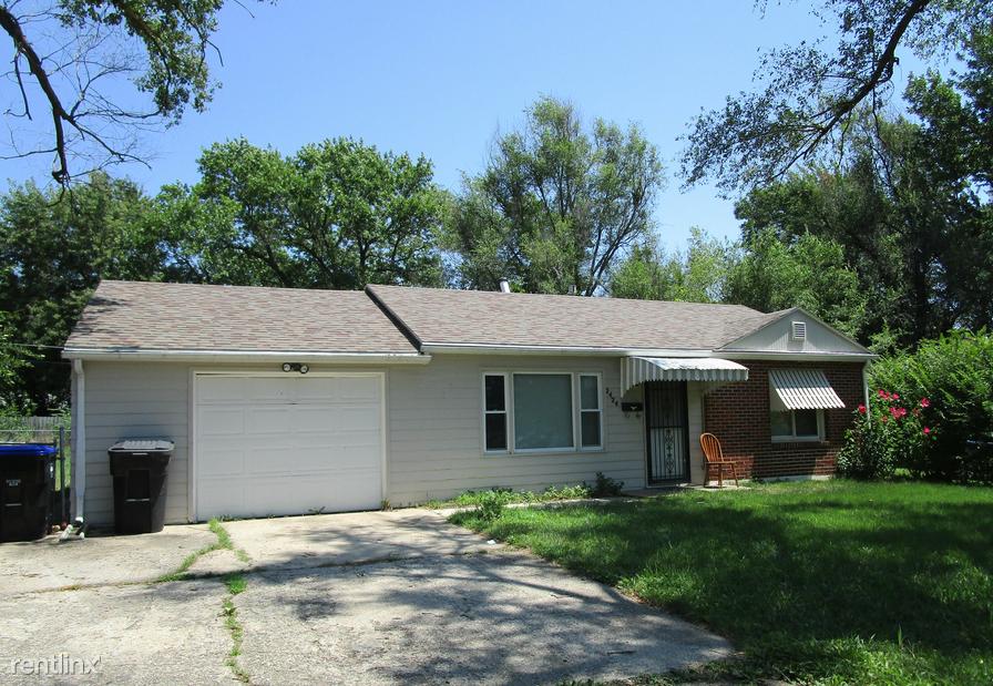 2424 SW Hillcrest Rd, Topeka, KS - $825