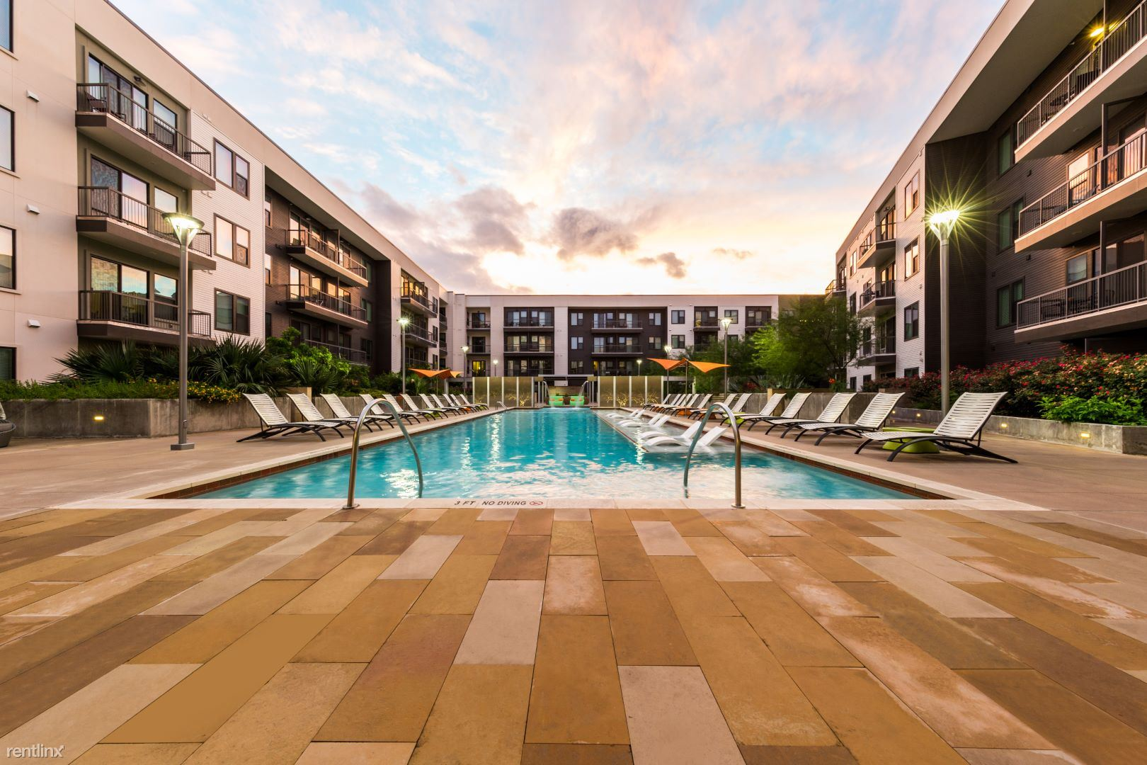 78705 / Live Uptown of University of Texas - 1917USD / month