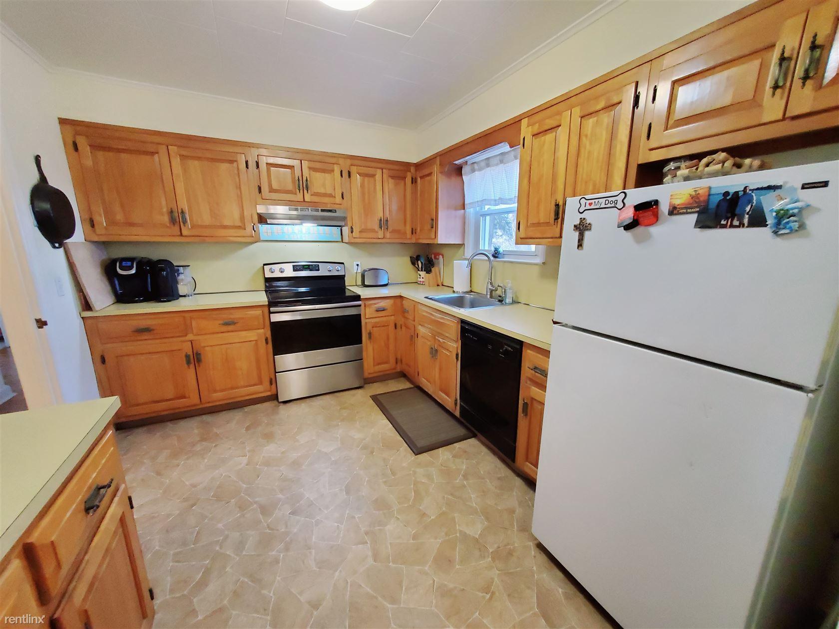 Sanford Ln, Stamford, CT - $2,500