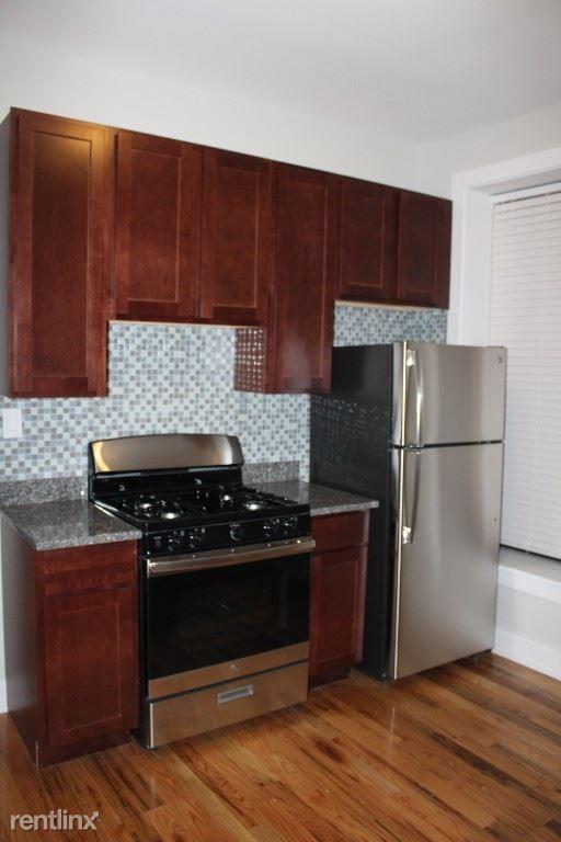627 W Oakdale Ave 1, Chicago, IL - $2,350