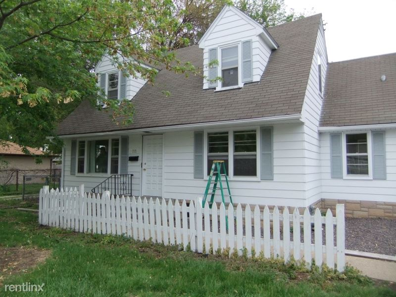 713 Outer Park Dr, Springfield, IL - $1,490