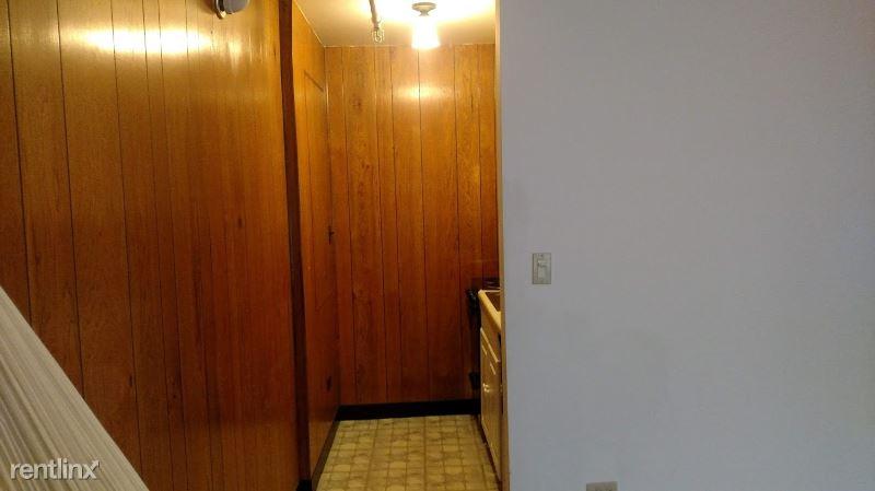 7861 niles CTR rd, Skokie, IL - $899
