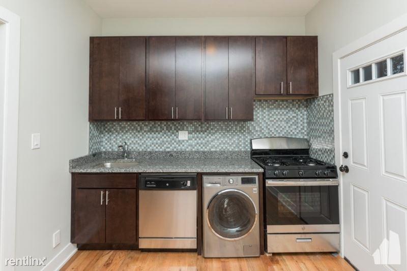 627 W Oakdale Ave 3, Chicago, IL - $2,350