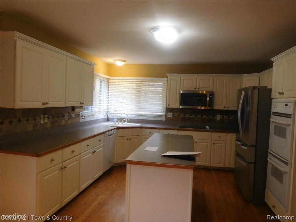 Auburn and Rochester, Rochester Hills, MI - $2,800