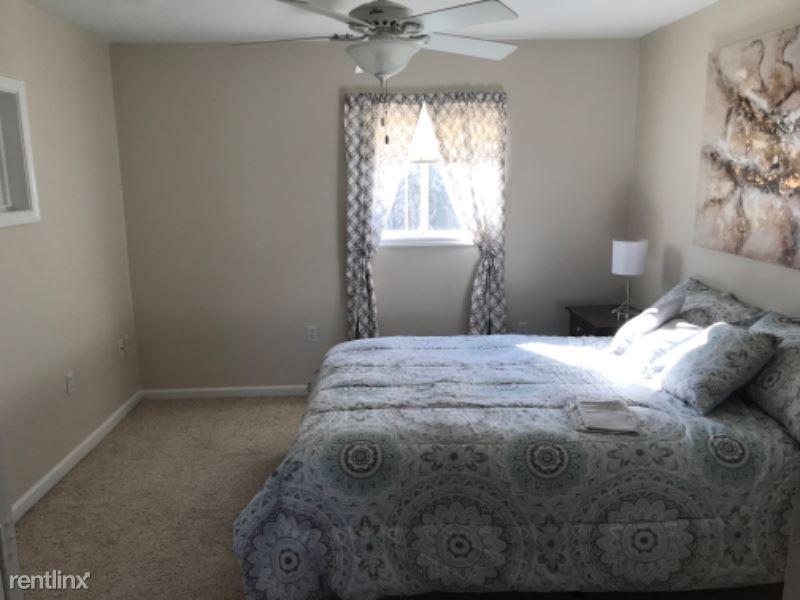 275 Pleasant Drive Rear, Aliquippa, PA - $1,375