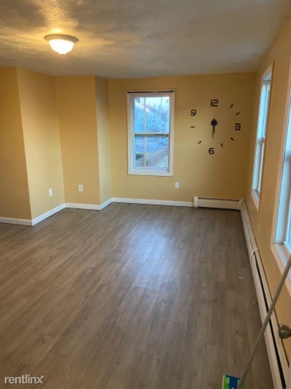 235 Tremont St 2e, Fall River, MA - $950