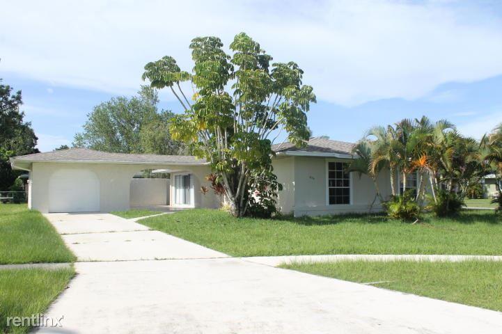 626 SW Bolin Ct, Port Saint Lucie, FL - $1,600