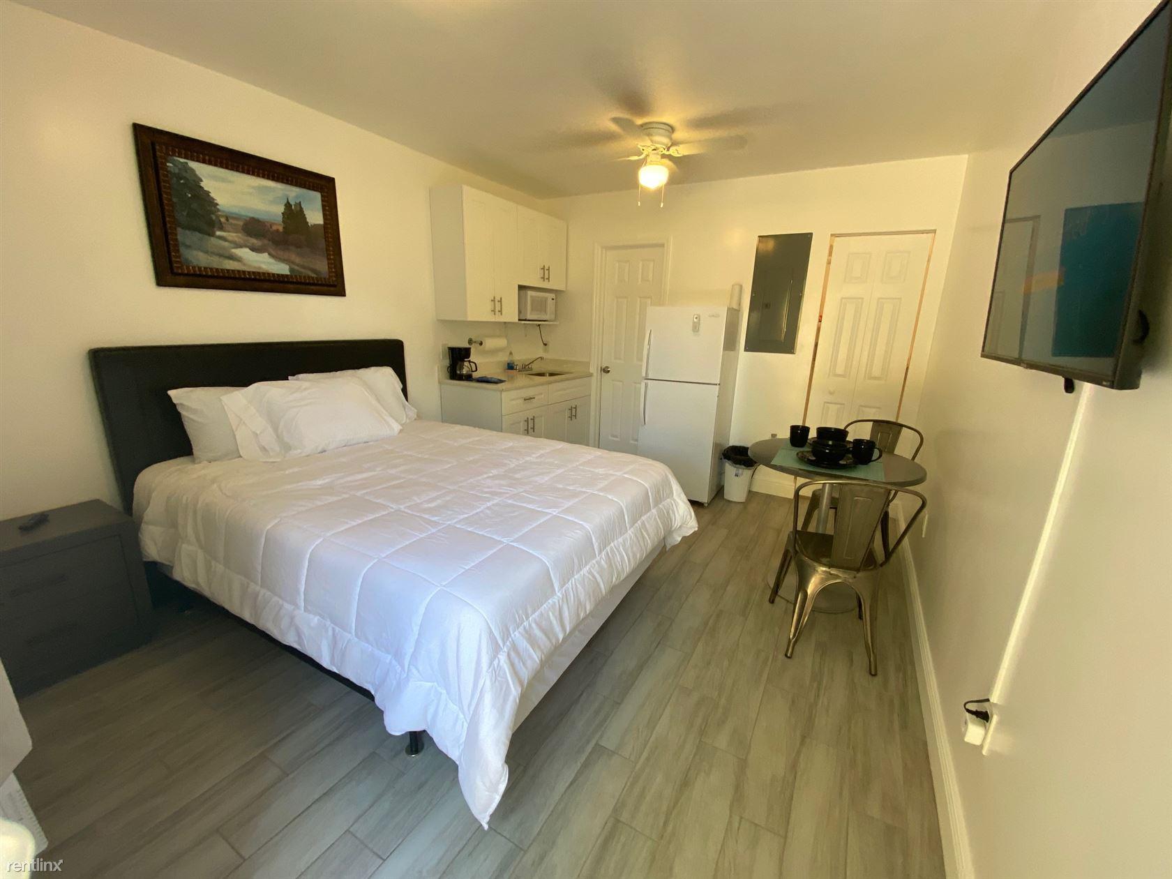 916 N Victoria Park Rd Apt 3, Fort Lauderdale, FL - $1,275