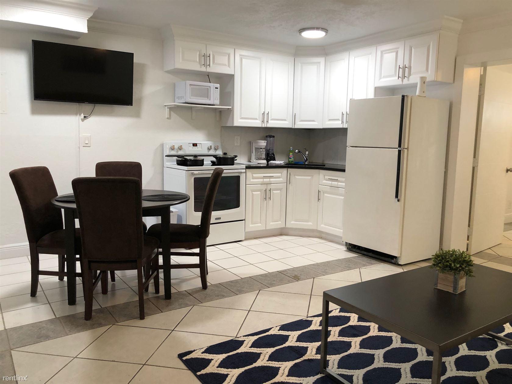 913 NE 18th Ave Apt 117, Fort Lauderdale, FL - $1,850