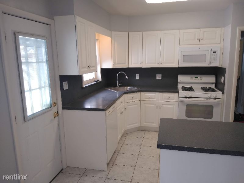 165 Commonwealth St, Franklin Square, NY - $2,650