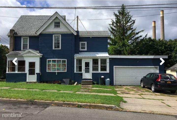 133 W Van Buren St, Oswego, NY - $525