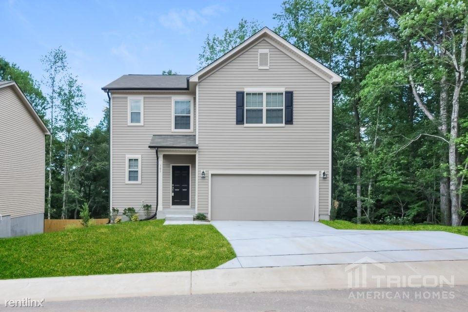 305 Lynn Drive, Clayton, NC - $1,550