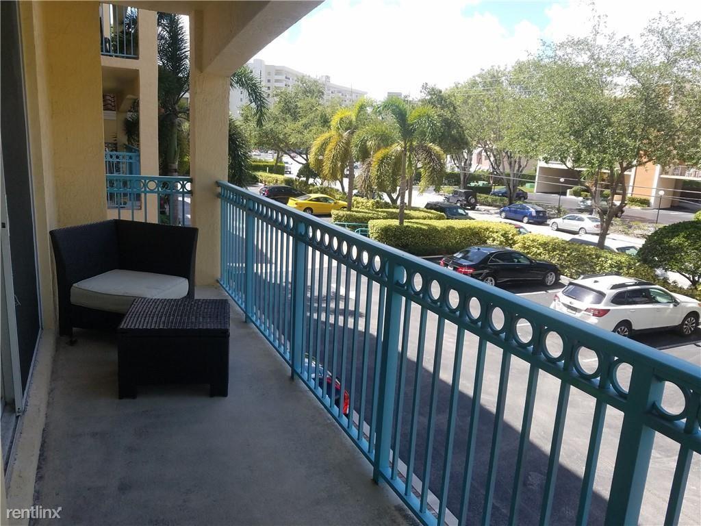 201 Golden Isles Dr Apt 208, Hallandale Beach, FL - $1,850