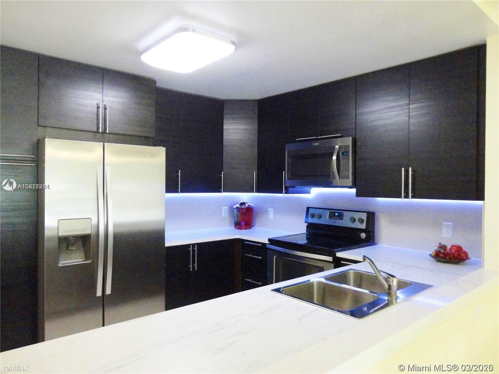 427 Golden Isles Dr Apt 16D, Hallandale Beach, FL - $1,950