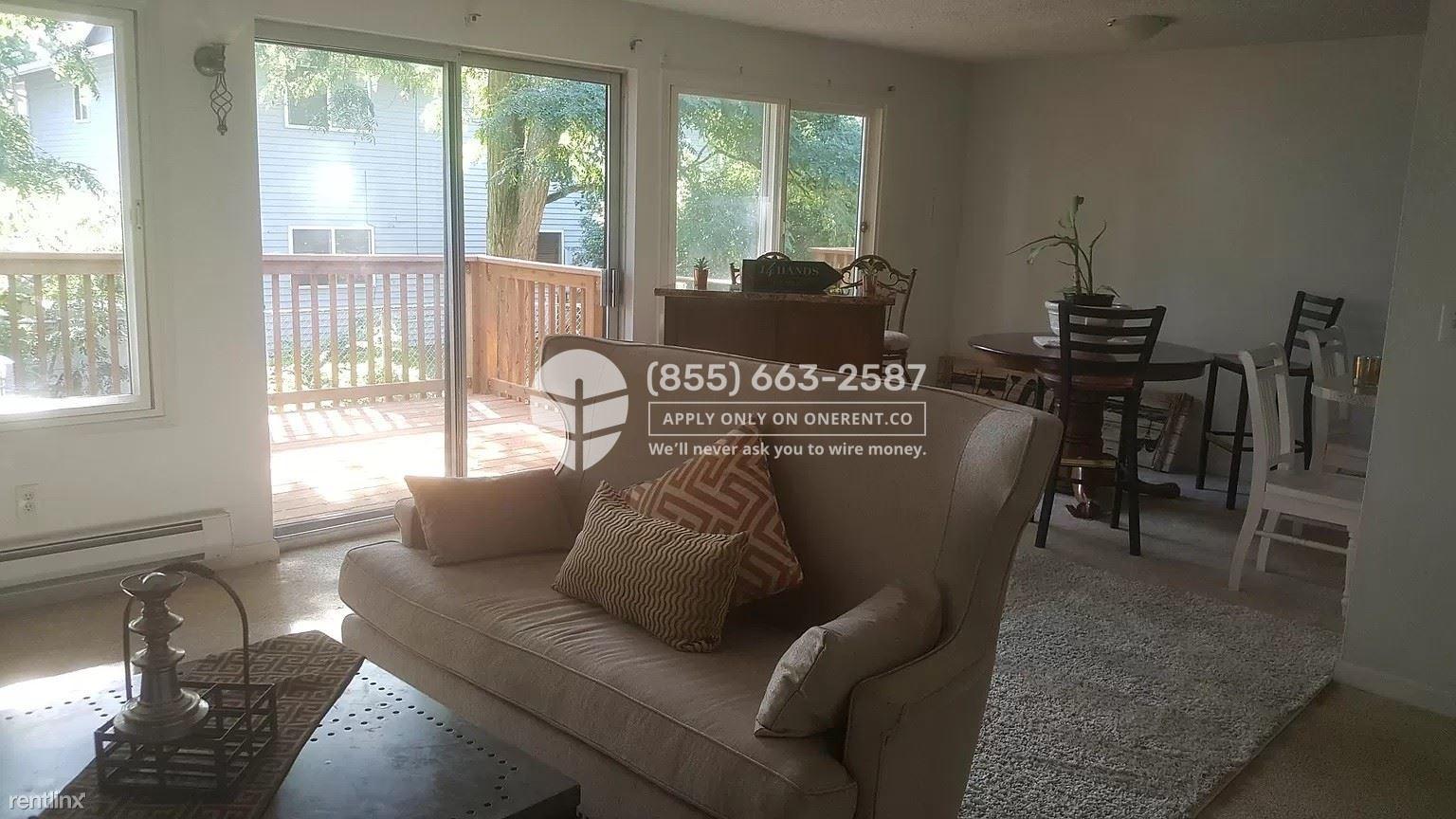 21614 29th Avenue South Unit 3, Des Moines, WA - $2,300